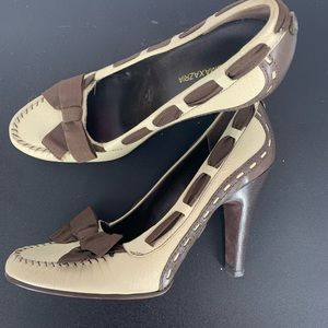 BCBGMAXAZRIA size 7 tan brown heels with bows